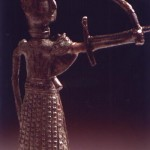 Sardara (CA). Bronzetto nuragico figurato di arciere con gonnellino orientale.