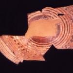 Sulki - S. Antioco (CA). Coperchio dell'olla stamnoide di produzione euboica (fine VIII sec. a.C.).