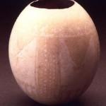 Bithia - Domus de Maria (CA). Uovo di struzzo con decorazione geometrizzante di provenienza africana (VII-VI sec. a.C.).