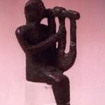 Monte Sirai - Carbonia (CA). Bronzo figurato fenicio di suonatore di cetra (VII sec. a.C.).