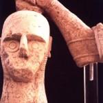 Monte Prama - Cabras(OR). Testa di pugilatore che di copre il capo con lo scudo (VII sec. a.C.)